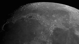 Krater Plato. Links oberhalb der Mitte