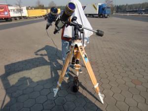 Das hinter dem Teleskop ist übrigens KEIN Gespenst!