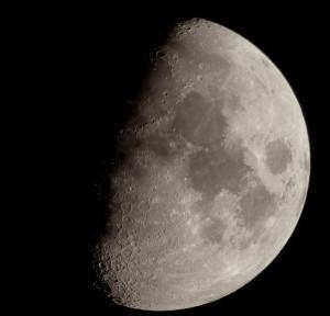 Mond am 27.02.2015