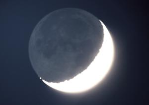 Mond mit Erdlicht